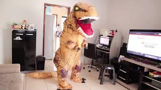 Papai ganhou fantasia de DINOSSAURO de 2 METROS | Inflatable T-Rex Dinosaur Costume | Funny