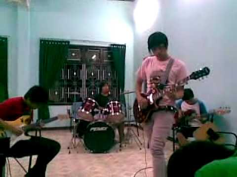 Thar Bok Huk (Awake) - Lao Student in Hue (No-name Band)