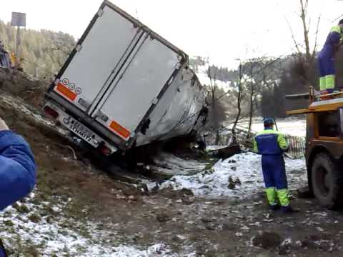 accident camion brosteni part 1 youtube. Black Bedroom Furniture Sets. Home Design Ideas