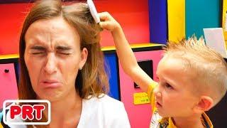 Vlad Nikita e mamãe no salão de beleza infantil! Novos penteados para crianças