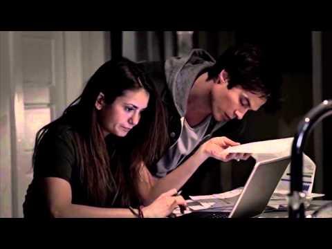 Does elena dating damon vampire diaries