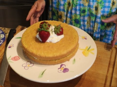 gluten-free-almond-flour-cake-with-mascarpone-cream