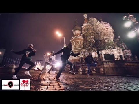 """Karlos """"K"""" Lekameleon (Serial Stepperz/Afraw House) & Donga Girlz on Red Square in Moscow, Russia"""