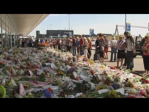 Flight MH17: Victims' bodies flown to the Netherlands