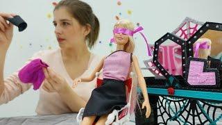 Видео для девочек. СЮРПРИЗ: Маша делает перестановку для БАРБИ. Куклы. Мебель Монстер Хай