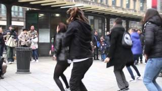 Repeat youtube video Flashmob marry you bruno mars proposal Tony & Sara piazza Cordusio Milano