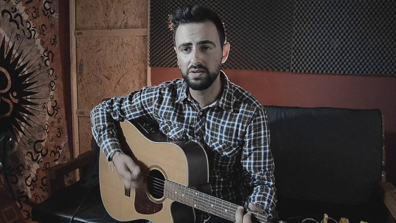 Kings Of Leon Use Somebody Acoustic Cover By Louis Vlahakis Chords