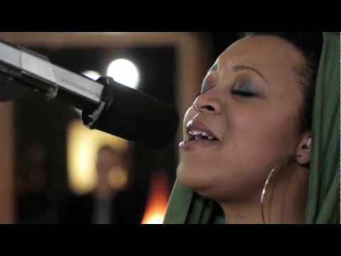 "Akua Naru - This Mo(u)rning feat. Drea d'Nur  //""Live & Aflame Sessions"" (MTV TheWrapUp Premiere)"