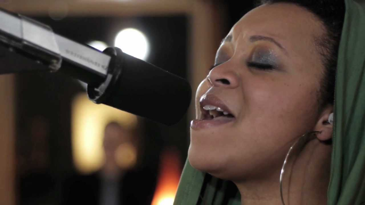 "Akua Naru | This Mo(u)rning feat. Drea d'Nur  //""Live & Aflame Sessions"" (MTV TheWrapUp Premiere)"