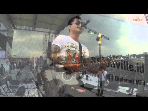 Passion Vile Tour 2015 - Slank & Superman Is Dead ( Malang )