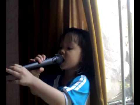 Đội kèn tí hon (Bé Châu 3 tuổi trình bày)