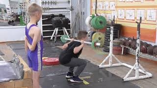 Николаев Роман, 9 лет, вк 41 Приседания 12 кг Новичок