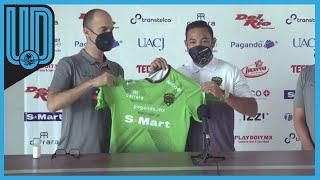 El futbolista mexicano arribó a la ciudad fronteriza para incorporarse a su nuevo equipo
