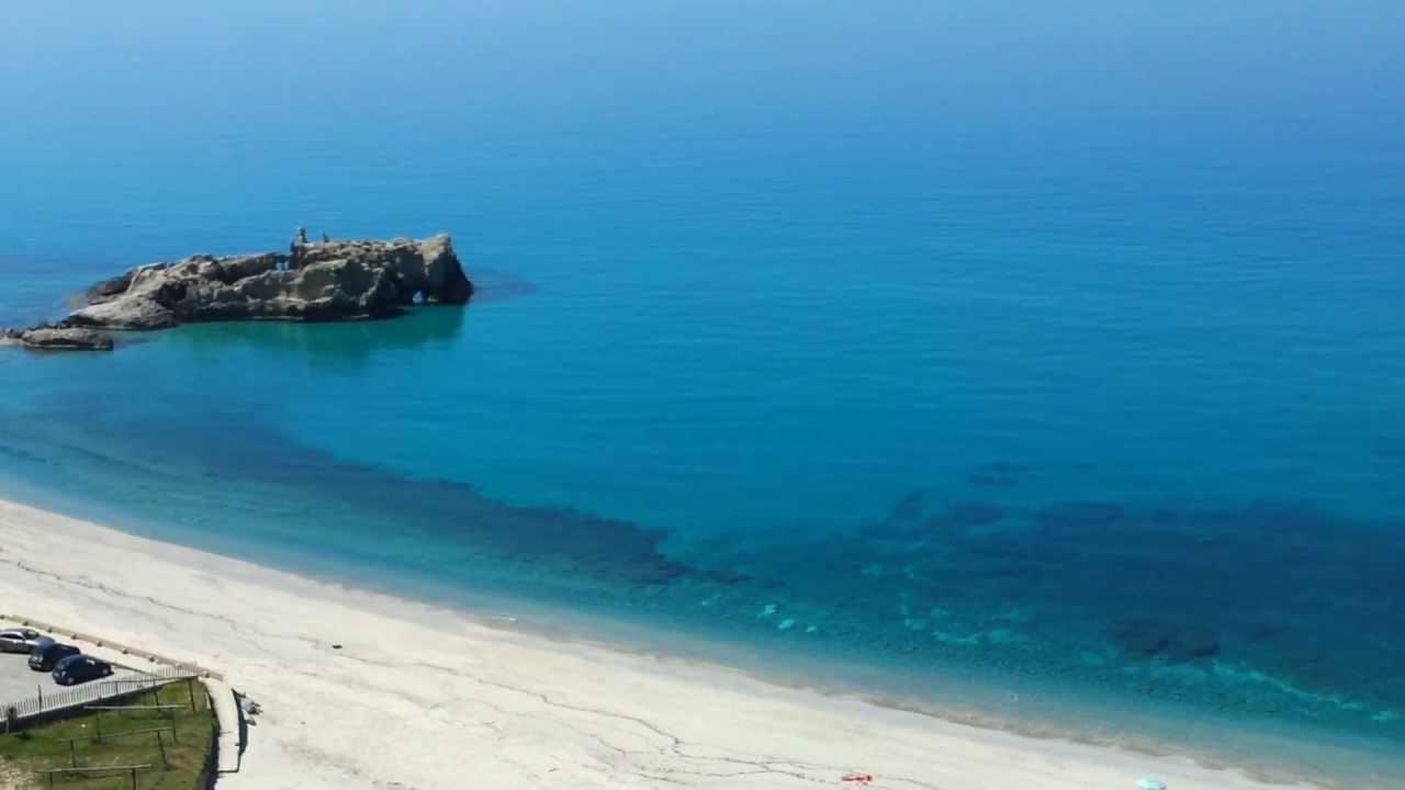Baia di Riaci a 2 km da Tropea in Calabria. - YouTube