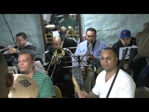 King Banda Interpretando a: El Clasicon