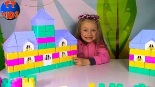 Строим Домик из Огромного Конструктора Игрушки для детей