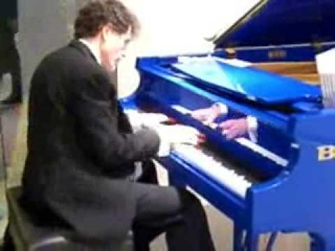 Louis Landon at Chicago Merchandise Mart - solo piano jazz