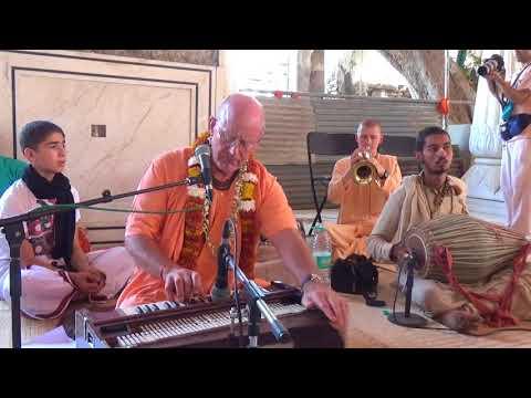 Indradyumna Swami kirtan. In temple Shri Shri Radha Govinda Dev. Jaipur 15-10-2017