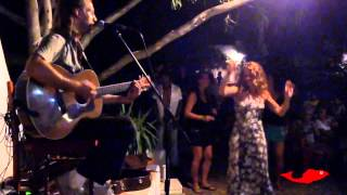 Una canción de Leo&Sebastian Pez Rojo Camping Tau