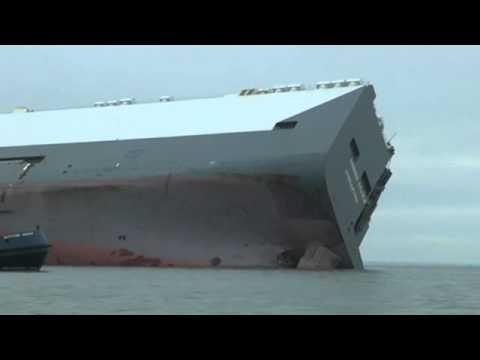 Ship big boat accident Hoegh Osaka near Southampton harbor