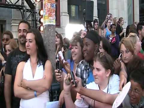 2010 MMVA Red Carpet: Katy Perry + Shanae Grimes