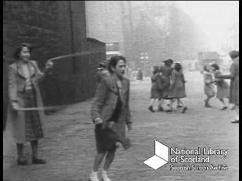 The Singing Street: children playing in Edinburgh (1950s)