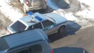 Полицейский забыл автомат на крыше авто Жесть