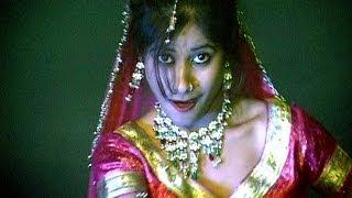 Gore Gaal Ko Chumma (Bundeli Rai Dance)