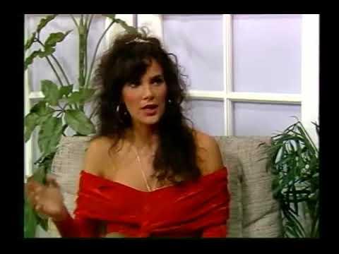Around The Town Live: Julie Strain (1991)