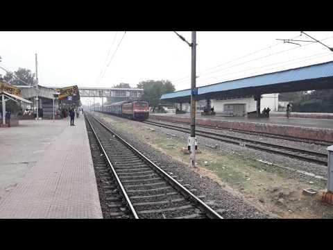 Lashkar Express crossing Dhaulpur Station