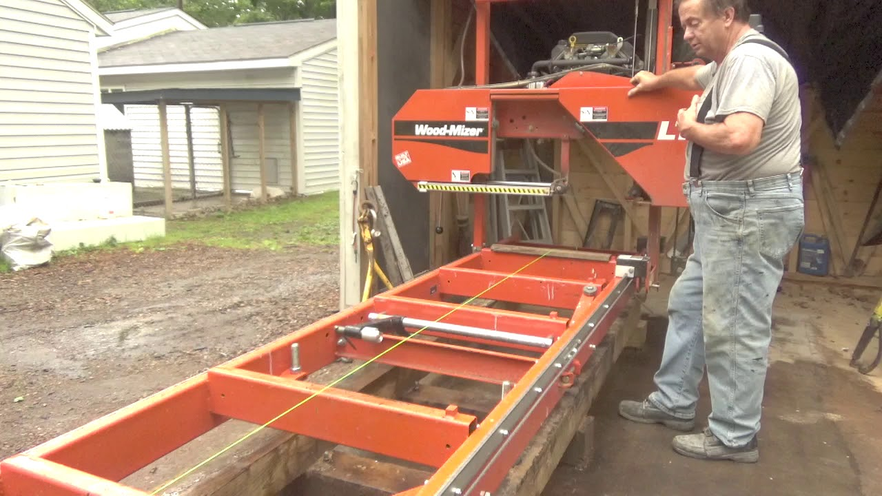 Does the Woodmizer LT15 have to be level to cut flat boards