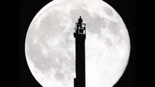 حمدان بن محمد يرصد ظاهر القمر العملاق في دبي