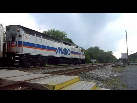 CSXT U883 with two pushers meets MARC P873 at Point of Rocks MD