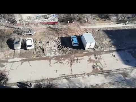 Водители в ужасе от нашей дороги, - жительница дома по улице Петра Гончарова в Волгограде