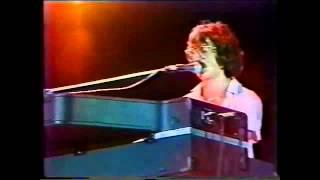 Charly García - No bombardeen Buenos Aires.   Ferro 1982