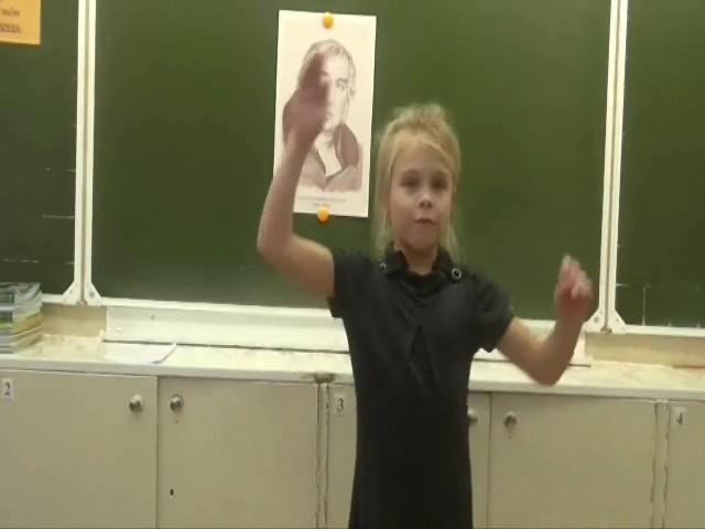 Изображение предпросмотра прочтения – ЕваСомова читает произведение «Мартышка и очки» И.А.Крылова