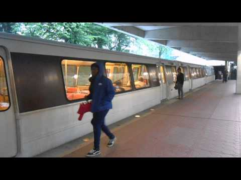 DC Metro (WMATA): 8 cars train to Shady Grove at White Flint