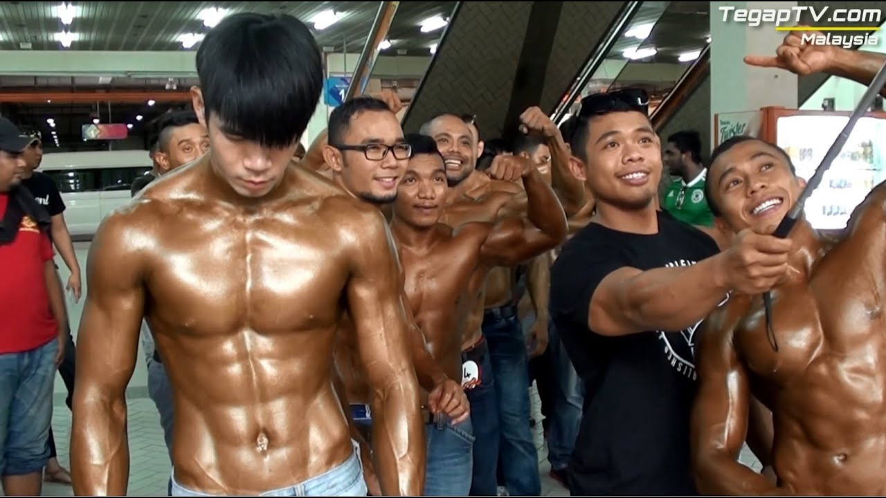 Artis Body Building Nude 4