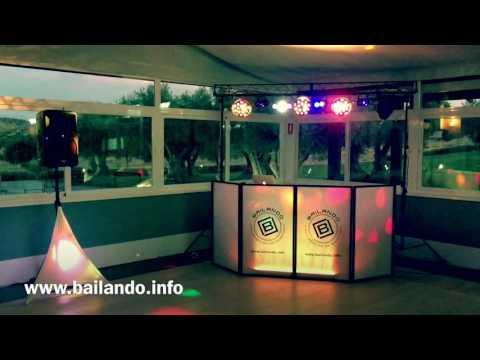 Panel frontal de DJ y cabina de Bailando