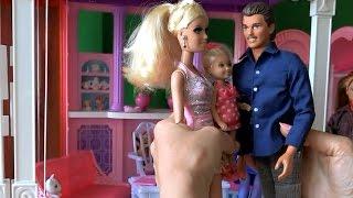 Видео с куклами Барби, Жизнь в доме мечты, серия 389, Приезжает отец Барби и Челси Роджер