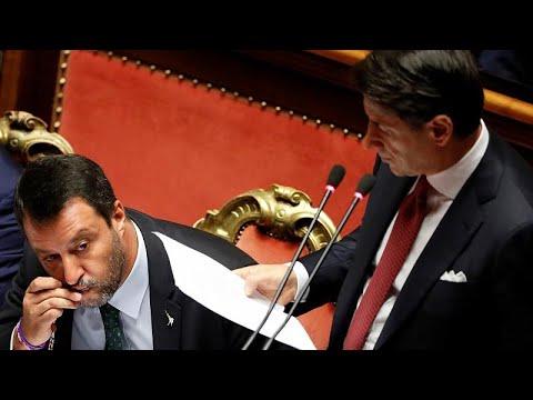 شاهد: سالفيني يتحدى خصومه ويشهر مسبحة الصليب ويقبلها تحت قبة مجلس الشيوخ الإيطالي…  - نشر قبل 3 ساعة