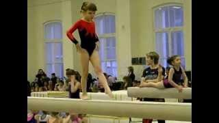 Аня Максимова 5лет спортивная гимнастика бревно
