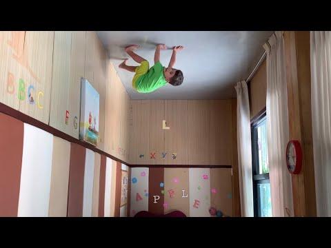 Yusuf yeni yeteneği ile Spiderman gibi tavanda yürüyebiliyor. Acaba nasıl 😂😂😂 indir