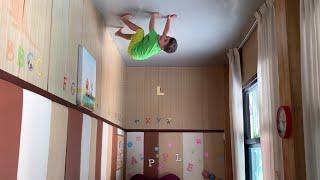 Yusuf yeni yeteneği ile Spiderman gibi tavanda yürüyebiliyor. Acaba nasıl 😂😂😂