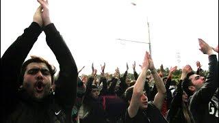 Հո՛ւ հո՛ւ. Արշակունյացից Հանրապետության հրապարակ քայլած ցուցարարները լիցքավորվում են