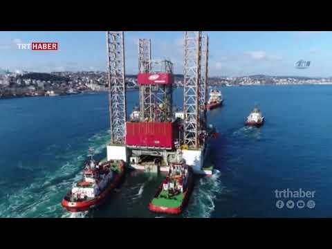 Dev platformun İstanbul Boğazı'ndan geçiş anı