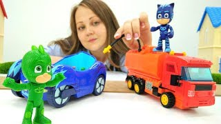 Видео для детей с игрушками - Герои в масках - Как делают бензин?