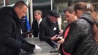 Bezoekers druppelen binnen bij informatiebijeenkomst over vluchtelingenopvang Spijkenisse