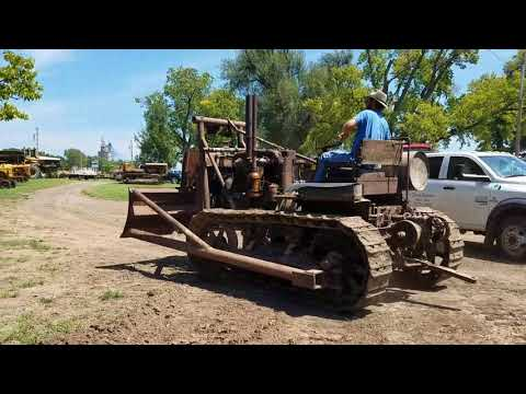 1929 Caterpillar SIXTY starting and pushing dirt