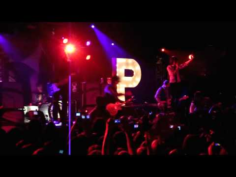 Mayday Parade - Bruised and Scarred (LIVE HD)